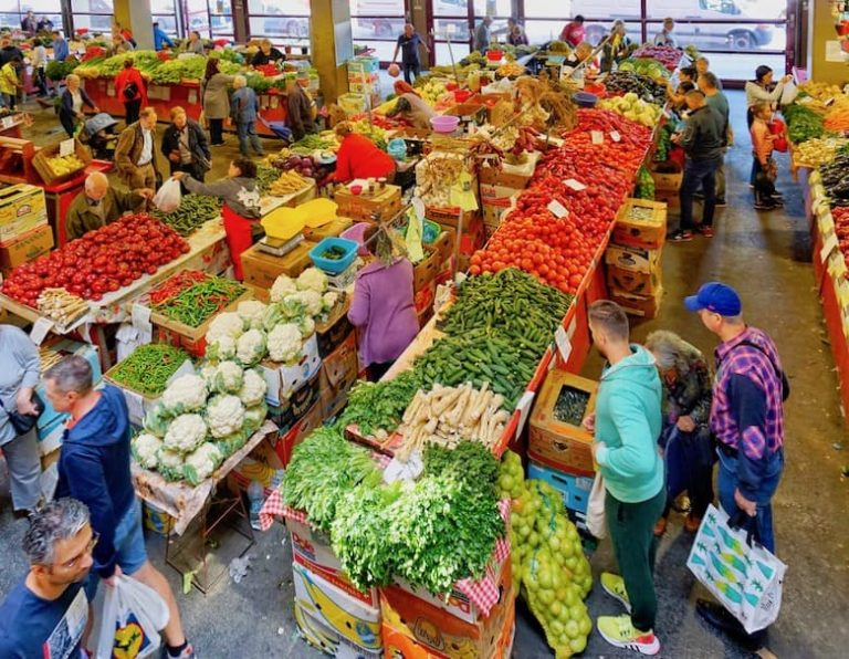 Food tasting market tour Bucharest