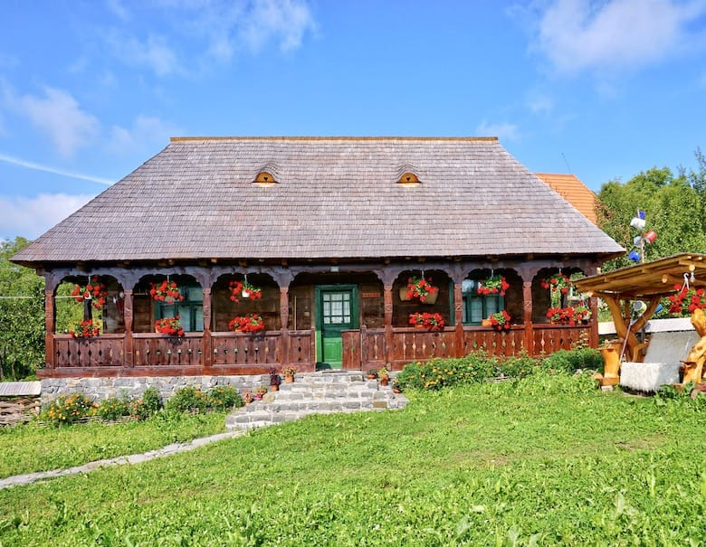 Stay in small guesthouses in Romania during Covid-19